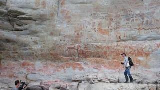 """Desene rupestre imposibil de datat. """"Doar înţelepţii pot pătrunde în aceste locuri sacre, populate de spirite"""""""