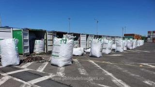 GALERIE FOTO. Alte 15 containere conținând 300 TONE de DEȘEURI, oprite în Portul Constanţa