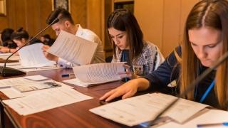 130 de elevi și studenți au dezbătut 15 legi în comisii parlamentare
