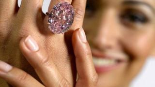 """Se așteaptă o sumă record pentru celebrul diamant """"Pink Star"""""""