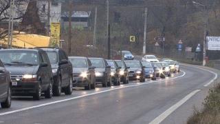 Traficul rutier dificil pe Valea Prahovei, din cauza unei ploi torenţiale
