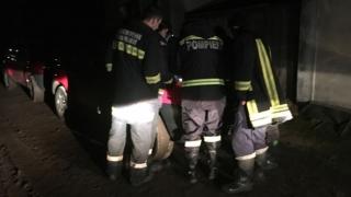 Alertă de inundații! Se rupe digul! Sute de persoane, evacuate