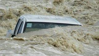 Diluviu în Irak! Zeci de morţi şi zeci de mii de oameni strămutaţi
