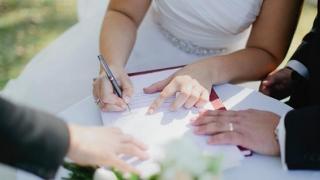 Document care trebuie semnat de toţi românii care se căsătoresc