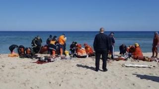 VIDEO. Doi scafandri care supravegheau lucrările de nisipare a plajei, în Eforie Nord, au murit înecați