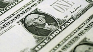 Dolarul a scăzut în raport cu valutele principale