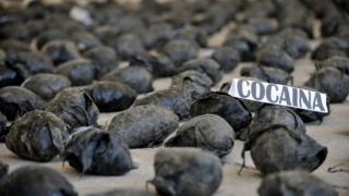 Droguri de pe ruta Columbia - Europa de Vest, confiscate în România