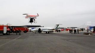 Zeci de români blocați pe aeroport în Marea Britanie. Aeroportul este închis din cauza unor drone