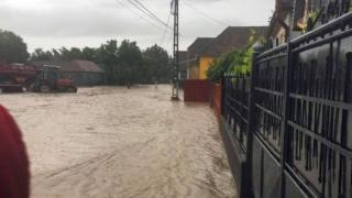 Drumuri blocate în urma ploilor din ultimele ore