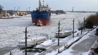 Circulația pe Dunăre se face în condiții de iarnă