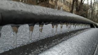 Anomalii termice! După ploaie îngheţată, şi ninsori. Temperaturile vor urca