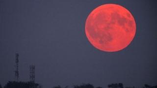Astăzi va fi eclipsă de lună. Cum ne afectează
