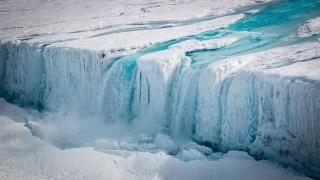 Ecosistemul unui aisberg de patru ori mai mare ca Londra, vechi de 120.000 de ani, studiat acum