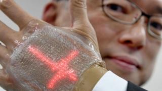 Invenție extraordinară: ecran LED, comparabil cu o a doua piele