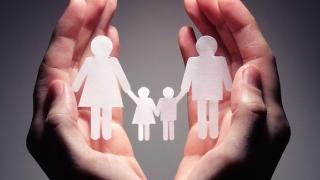 """Educația parentală este """"inoportună şi neadecvată"""""""