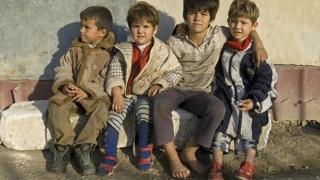 Pentru copiii României, viitorul nu prea mai sună deloc