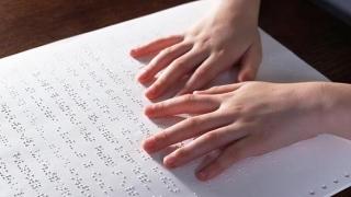 Elevii cu deficiențe de vedere se întrec în cititul Braille!