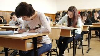 Ce fac elevii care trebuie să susţină luni Bacalaureatul, dacă sunt închise școlile