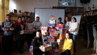 Elevii tuzleni, mesagerii Crăciunului pentru 130 de copii abandonați