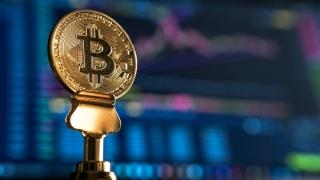 Elon Musk admite că preţurile bitcoin şi ethereum sunt ridicate