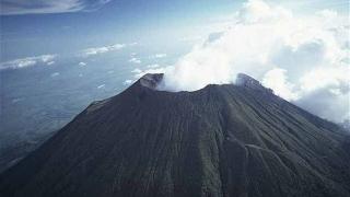 Cel puţin zece răniţi, printre care și jurnaliști BBC, într-un incident generat de erupţia Vulcanului Etna