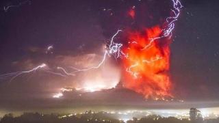 Erupţie vulcanică declanşată de cutremur! Imagini spectaculoase!