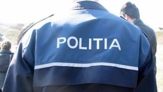 S-a dat drept polițist și a păcălit mai multe persoane