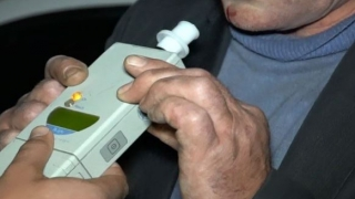 Poate fi păcălit un etilotest? Metode aplicate de români