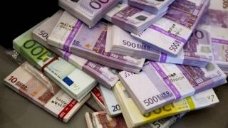 Euro și dolarul american sunt în creștere și după Crăciun