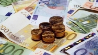 Cursul valutar a luat-o razna! Euro, la cel mai înalt nivel din ultimii ani