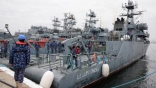 """Exerciții comune dragorul maritim """"Lt. Lupu Dinescu"""" şi nava franceză """"Capricorne"""""""