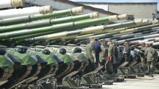 Armata rusă începe ample manevre militare la frontiera cu UE