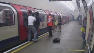 Panică într-o stație de metrou londoneză, în urma unei explozii