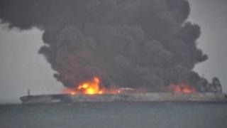 Dezastru ecologic în marea Chinei de Est, după coliziunea dintre un petrolier şi un cargo