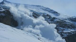 Risc însemnat de producere a avalanșelor în Munții Făgăraș și Bucegi