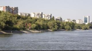 Ploile au amplificat fenomenul de tasare a falezei Dunării la Galați