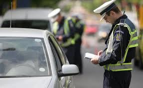 Fără amenzi pentru neportul centurii, vorbitul la telefon în trafic sau pentru traversări neregulamentare