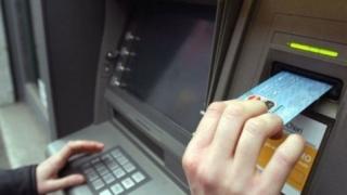 Fără comisioane către bănci?! Vești bune pentru românii cu venituri mici și medii
