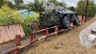 Un transportor blindat al Armatei a rămas fără frâne și a ajuns în şant