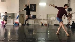 Maraton la TNOB! Trei spectacole, trei ore, trei minunaţi studenţi coregrafi!