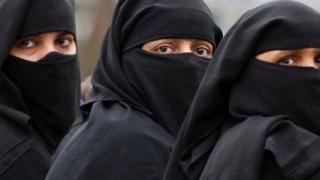 Arabia Saudită relaxează sistemul de tutelă masculină asupra femeilor