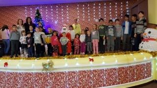 Femeile liberale, pe post de Moș Crăciun. 100 de daruri pentru copii