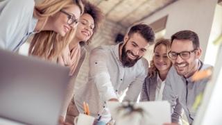 Studiile arată care sunt cei mai fericiţi angajaţi la locul de muncă