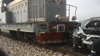 Accident feroviar! Un autoturism a fost lovit de tren