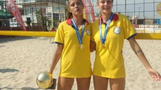 Junioarele constănţene Diana Milea şi Denisa Dumitru, campioane naţionale la volei pe plajă