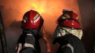 O fetiță de doi ani a murit într-un incendiu care a cuprins o casă