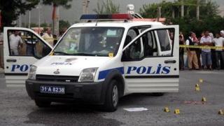 Doi polițiști uciși și zeci de răniți, în urma unui atac cu mașină-capcană în Turcia