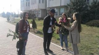 """Jucătorii Viitorului au oferit flori la Universitatea """"Ovidius"""""""