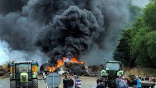 Scene cumplite pe autostradă! Echipajele de pompieri se luptă cu flăcările