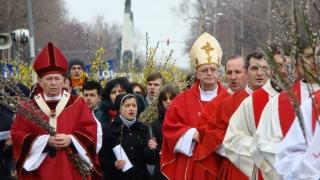Mii de catolici au participat în Capitală la o procesiune de Florii